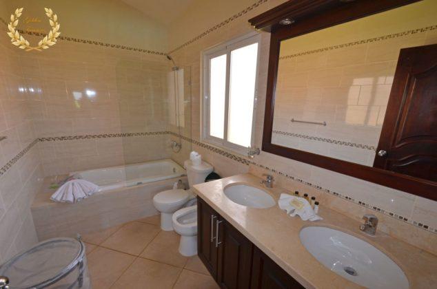 deluxe master bathroom