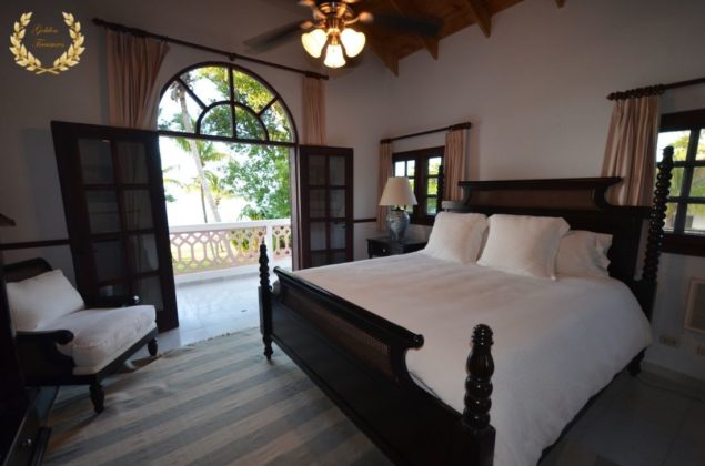 A master suite in the second floor with king size bed