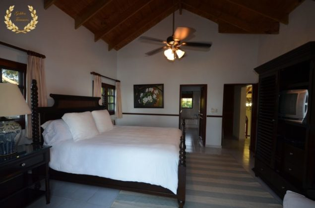 A guest suite with queen bed