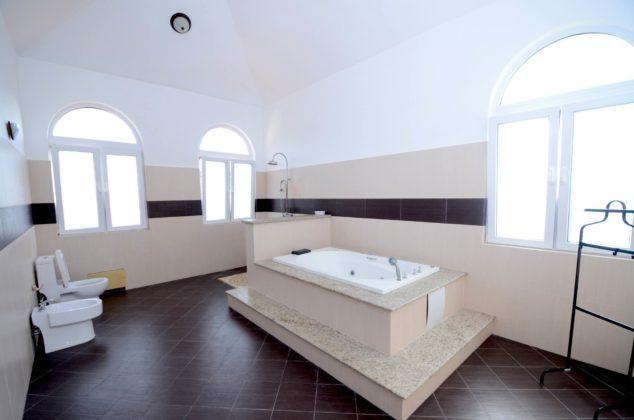 master bathroom jacuzzi