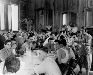 jews-in-barracks-sosua-300×242